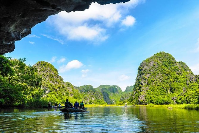 Luxury Day Tour Hoa Lu - Tam Coc: Cruise; Buffet lunch, Limousine; Small group photo 9