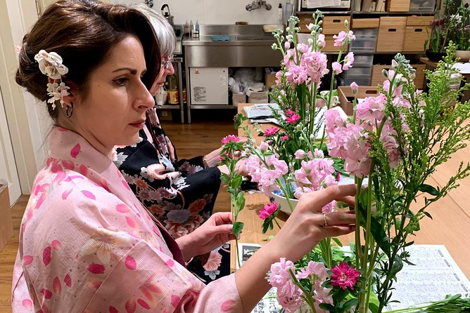 Ikebana (Japanese traditional flower arrangement) class in the center of Kyoto photo 9