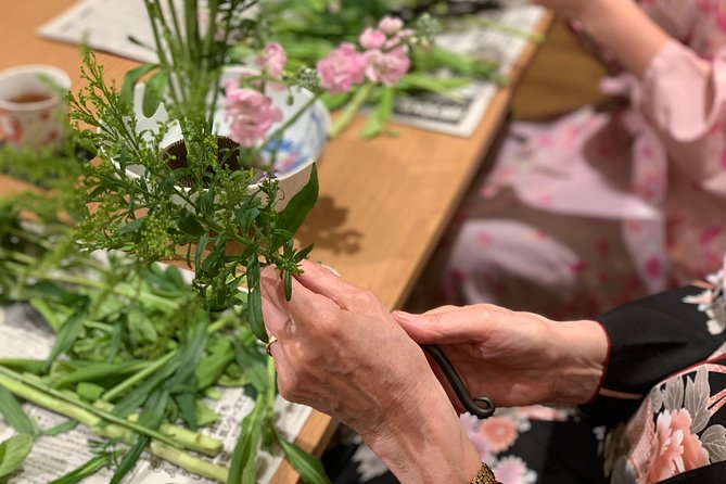 Ikebana (Japanese traditional flower arrangement) class in the center of Kyoto photo 8