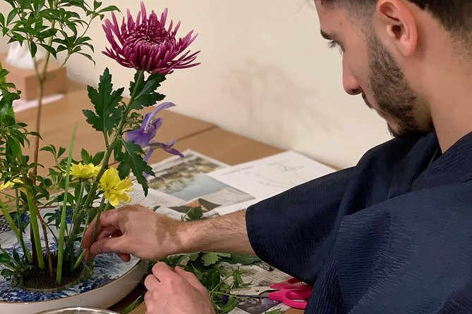 Ikebana (Japanese traditional flower arrangement) class in the center of Kyoto photo 7