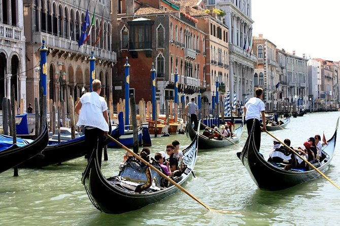 Venice Gondola Ride photo 10