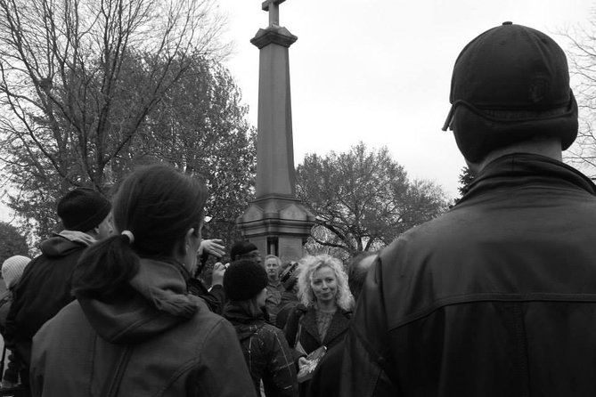 Chicago Hauntings visits a local cemetery