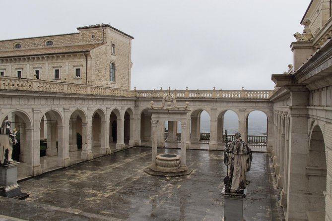Transfer-Rome to Ravello with a 75 minute stop in Abby Monte Casino / vice versa