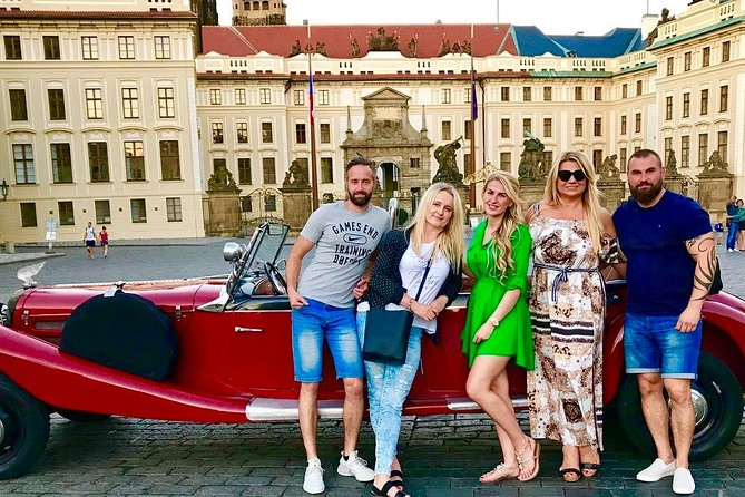 Vintage Cars Prague - Sightseeing Tour 90min / 2-6 pers.