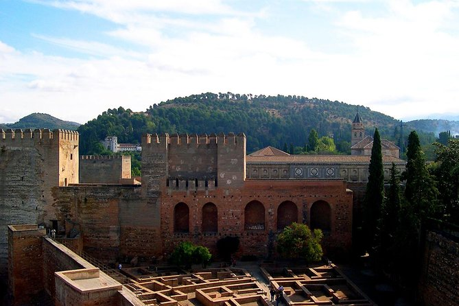 Alhambra Guided Tour with Skip-the-line Ticket photo 3