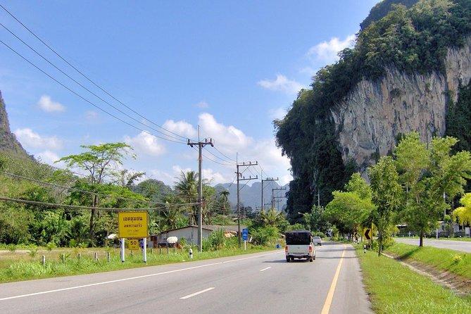 Trajet en minibus partagé dans la région montagneuse de la province de Phang Nga