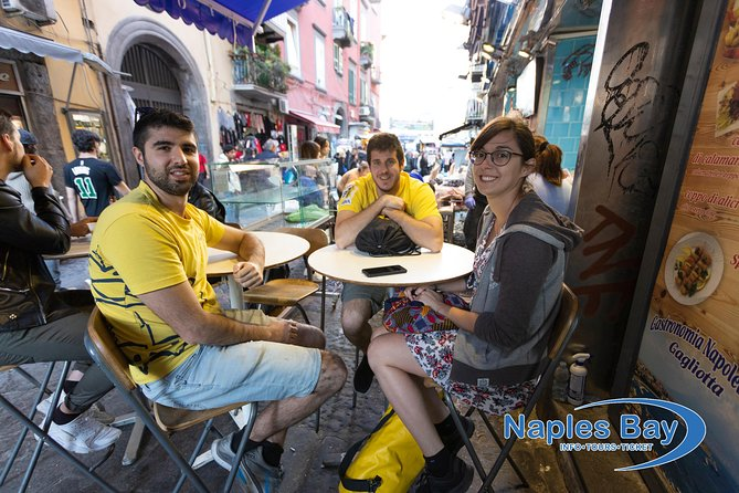 STREETFOOD gastronomic experience in an ancient market in the center of Naples