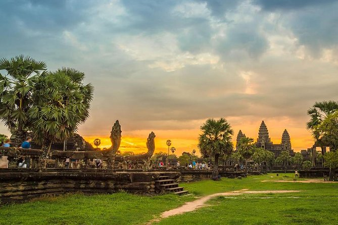 Angkor Wat-Sunrise in Small Circuit (25-30 km)