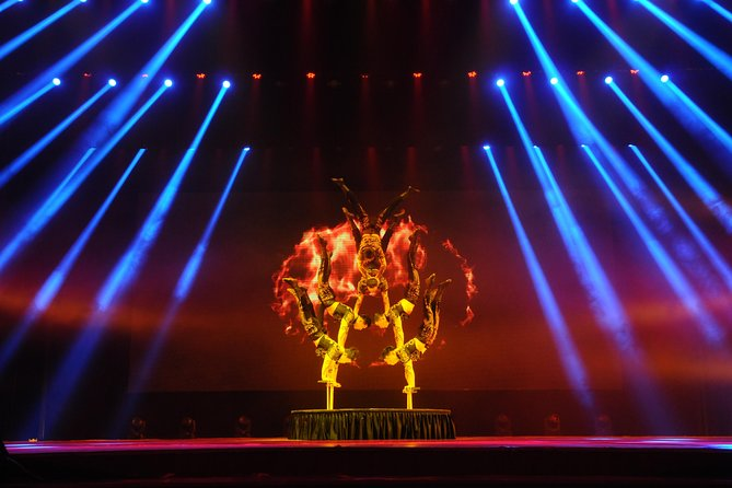 Shanghai Private Tour by Metro Featuring Oriental Pearl Tower and Acrobatic Show