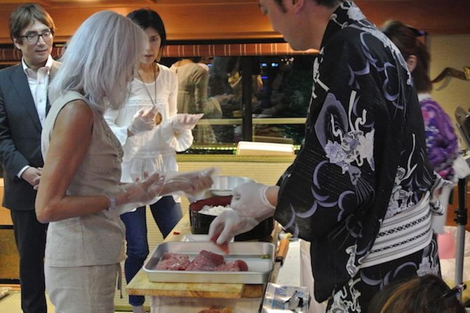 Private Tour: Tuna Cutting Performance and Sushi Tasting in Tokyo photo 6