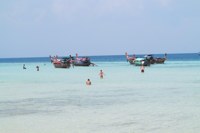 A Full Day 4 Islands Koh Ngai, Mook, Kradan,Chueak From Lanta (By Speed boat)