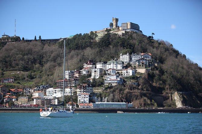 San Sebastian Private Sailing at La Concha Beach and Pasai Donibane