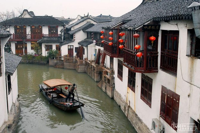 Private Full Day: Zhujiajiao Water Town and Modern Shanghai w/Tower and Maglev