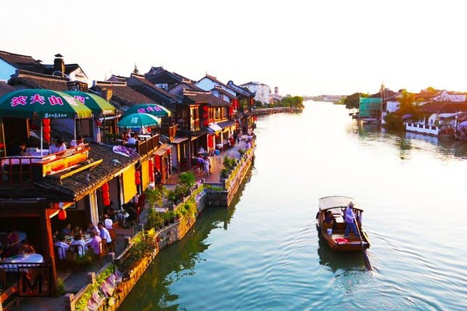 Private Day Tour: Zhujiajiao with Your Choice of Shanghai Sites