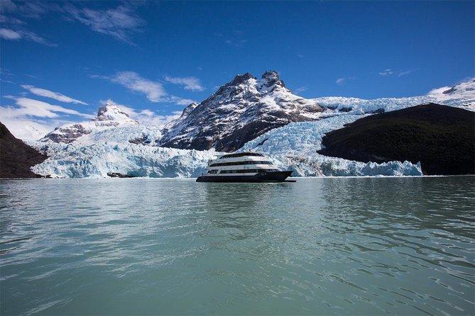 Experiência de navegação gourmet pelo glaciar Perito Moreno