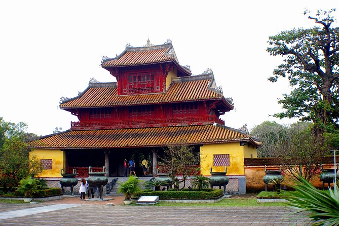 Hue sightseeing guided tour by car and boat
