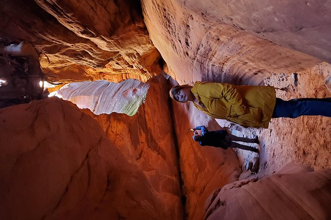 Guided tours in southern Utahs slot canyons, Indian ruins, and national parks.