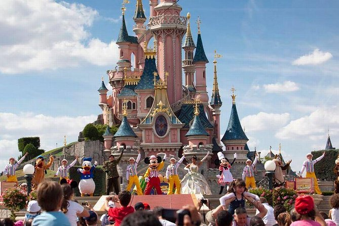 Private transfer from Roissy Charles de Gaulle Airport (CDG) to Disneyland