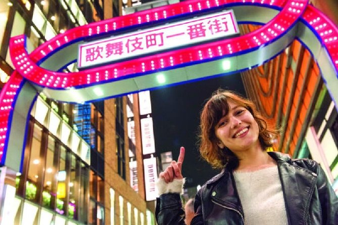 Evening Tour of Kabukicho and Shinjuku Golden Gai with Bar Experience