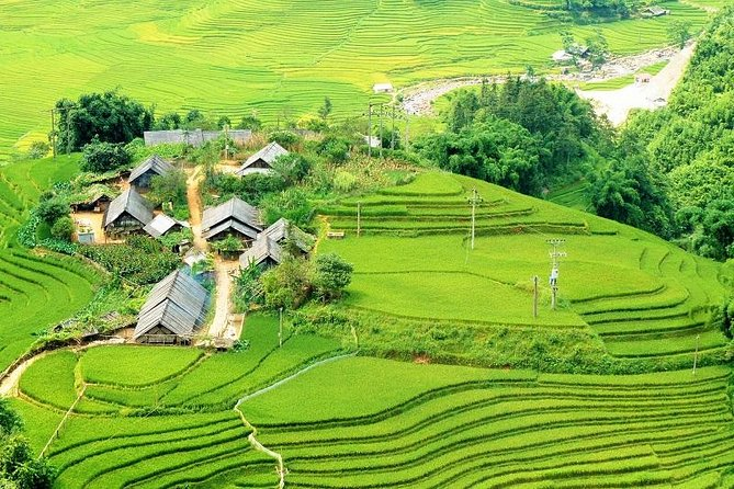 Overnight Sapa 2 Day Tour from Hanoi: Small Group, Trekking, Hotel, Express way