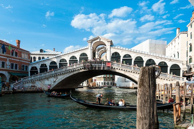 Public Tour: Strolling around Venetian Calli and Canals