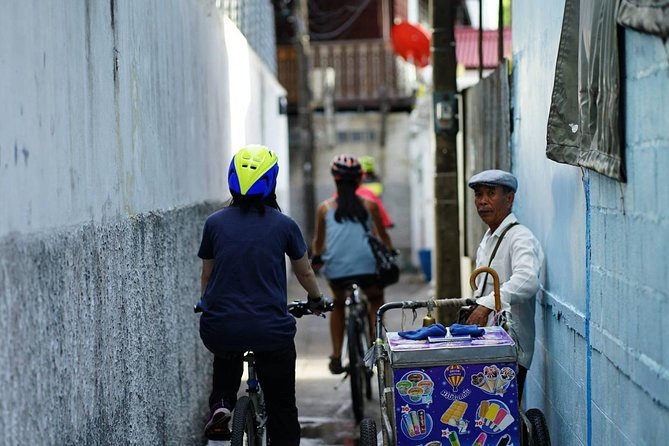 HD-03 WangLang cycling to see rare royal barge museum and riverside communities