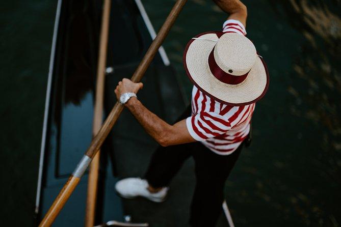 Venetian Traditions: Public Gondola Tour in Venice