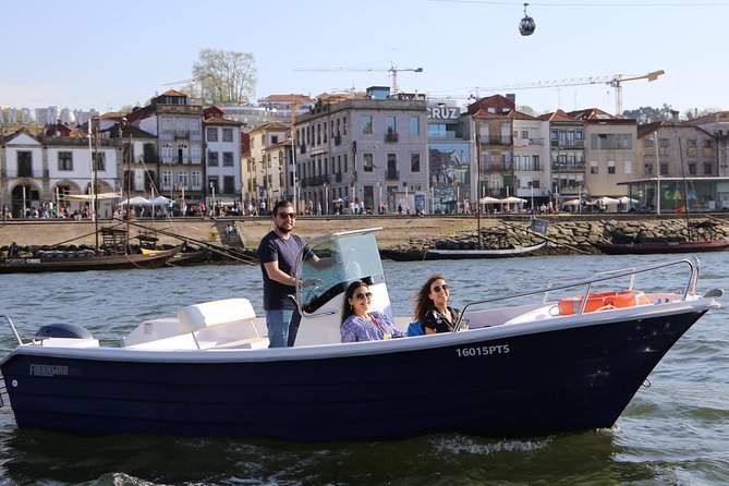 Private tour in the Douro (1 to 4 people) in a boat just for you