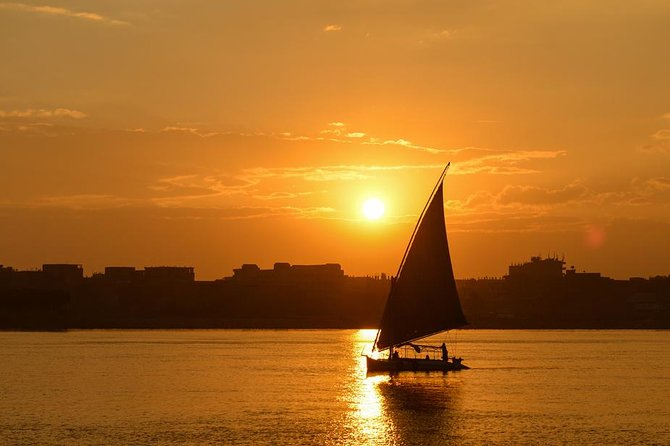 Private Night Tour in the Pyramids Of Giza + Traditional Felucca Sailboat photo 4