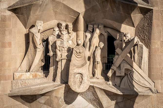 Barcelona: Private Evening Tour of Sagrada Familia with Expert Guide