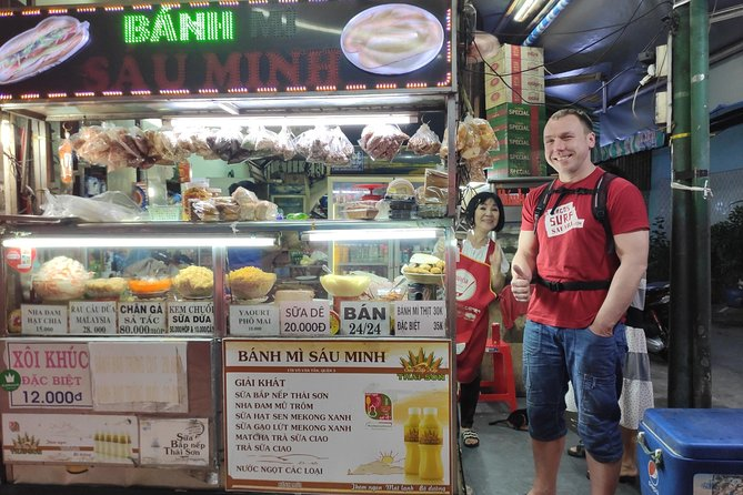 Saigon Night Street Food Tour (Bike The Night) photo 4