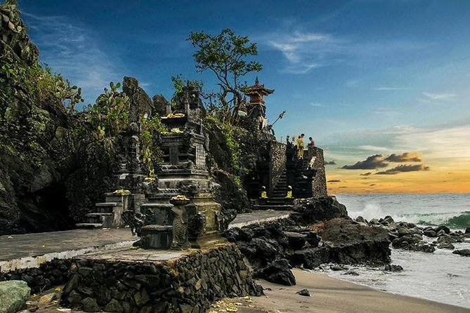 Lombok City Tour: Private Temple Tour with Lunch
