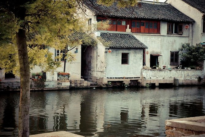 Private Tongli Water Town Tour From Shanghai with Chinese Lunch