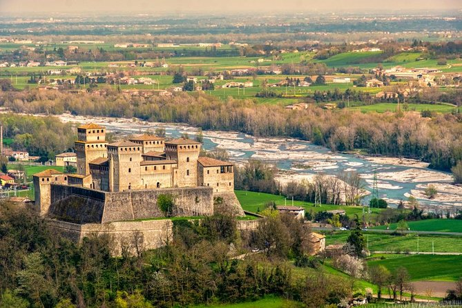 From Parma: Bike Tour Castle of Torrechiara with Lunch
