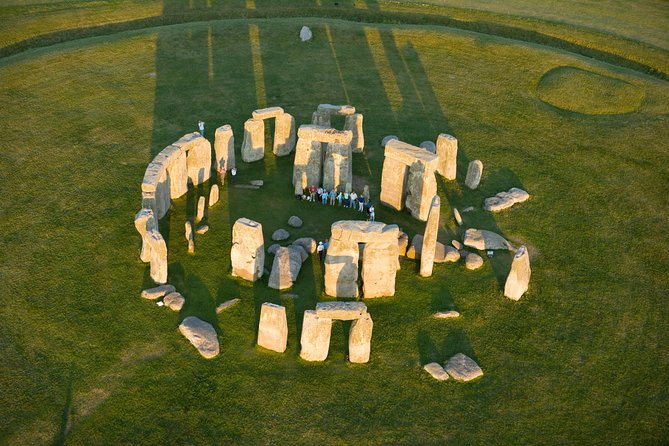 Stonehenge and Bath Guided Day Tour from London with Stonehenge Entry