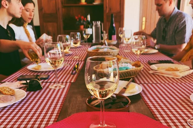 Amidst the Vineyards: Wineries & Lunch!