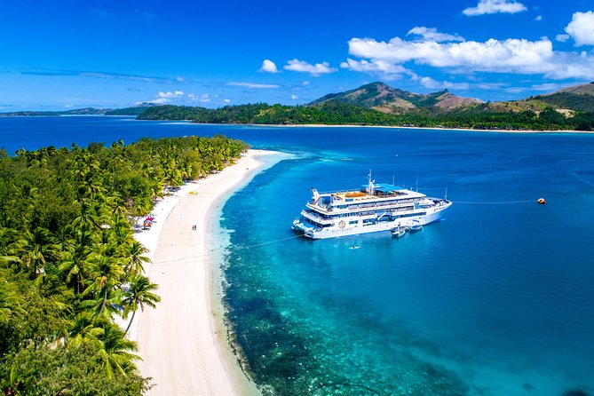 4-Day Blue Lagoon Sightseeing Cruise in Fiji