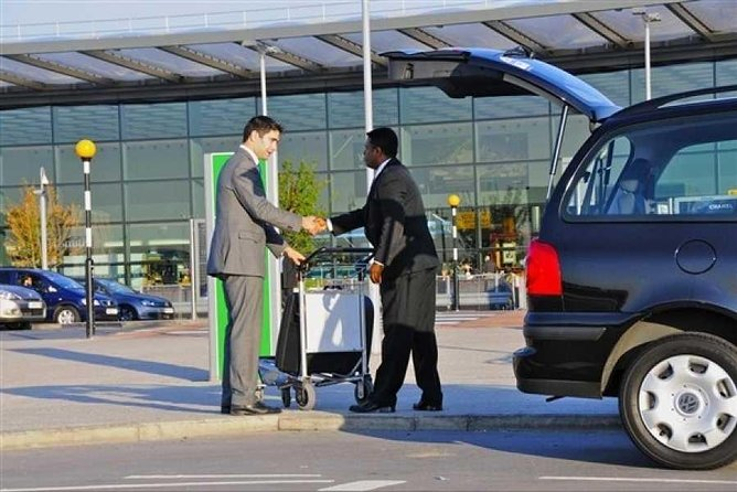 Private Airport Transfer from Cairo Airport to Hotel in Cairo or Gize