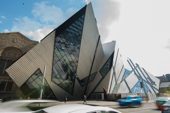 Full Day Private Guided Toronto Vehicle Tour