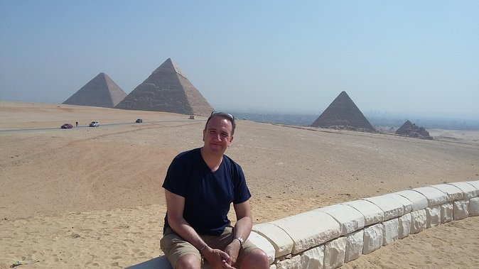 Half-Day Private Tour to Giza Pyramids and Sphinx including Lunch from Cairo