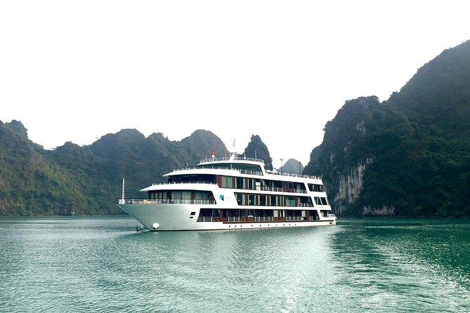 LeTheatre Cruise Exploring LanHa-HaLong Bay 1 Night in Junior Suite Room
