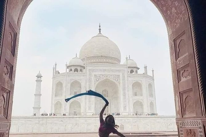 All inclusive Overnight Taj Mahal & Fort Tour from Jaipur With Accommodation