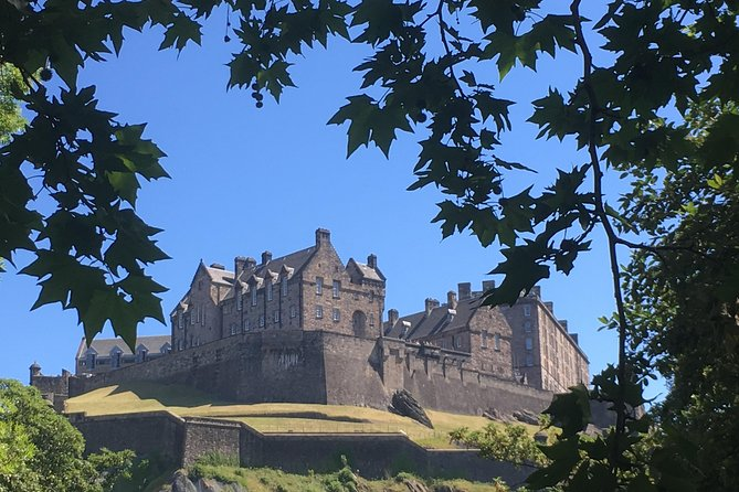 Private Walk: Edinburgh Old Town and New Town