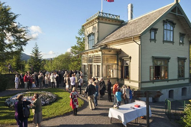 Guided Tour - Edvard Grieg lunch time consert and sightseeing at Troldhaugen