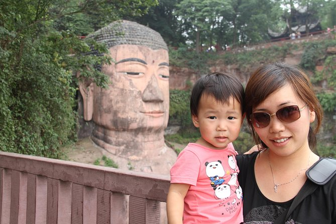 1-Day Chengdu Leshan Giant Buddha Private Tour With the Lunch and Boat tour