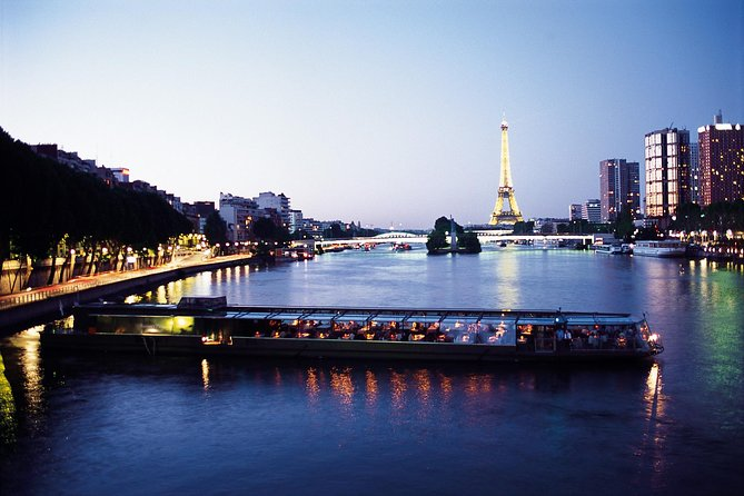 Dinner on the Seine with champagne all inclusive
