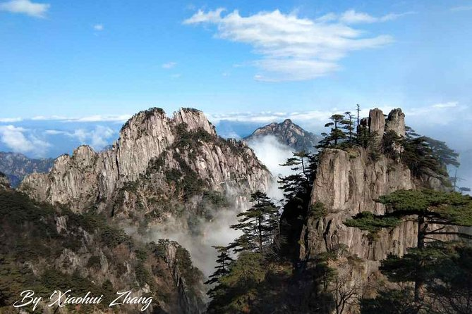 Mt.Huangshan is a masterpiece of nature, a huge magnet for painters, photographers and traveller from home and abroad. Its beauty is unique, breathing and dynamic.