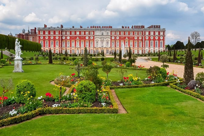 Hampton Court Palace Private Tour for 1-4 person 5 hours including Entrance fee