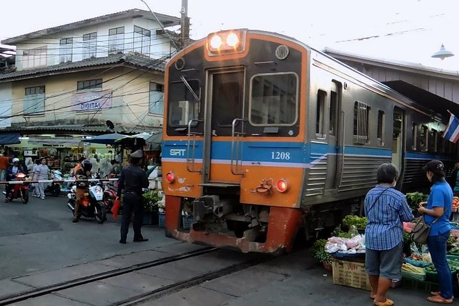Bangkok : Thai Street Food sea food Adventure with train to Mahachai Thailand