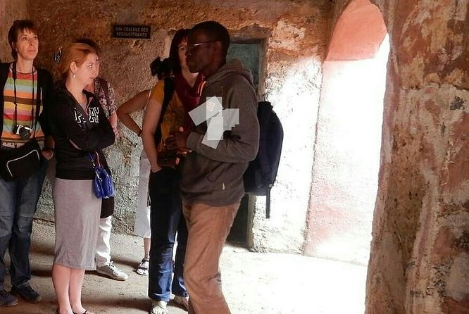 Sogui with some tourists in the slaves house